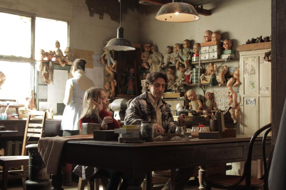 THE GERMAN DOCTOR, (aka WAKOLDA), from left: Florencia Bado, Diego Peretti, 2013. ©Samuel Goldwyn Films