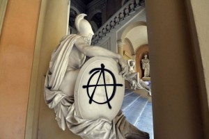 Sedicenti Anarchici imbrattano Palazzo Hercolani