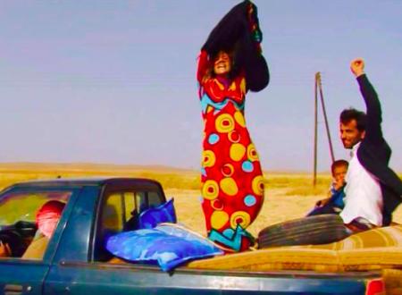 Kobani – Donne in fuga si liberano del Burqa