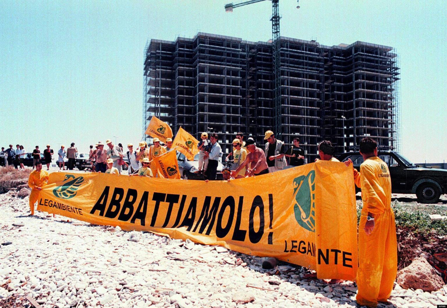 L'ecomostro di Punta Perotti, abbattuto nel 2006